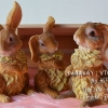 ตุ๊กตาเรซิ่นรูปกระต่ายสามตัว ขนสีน้ำตาล