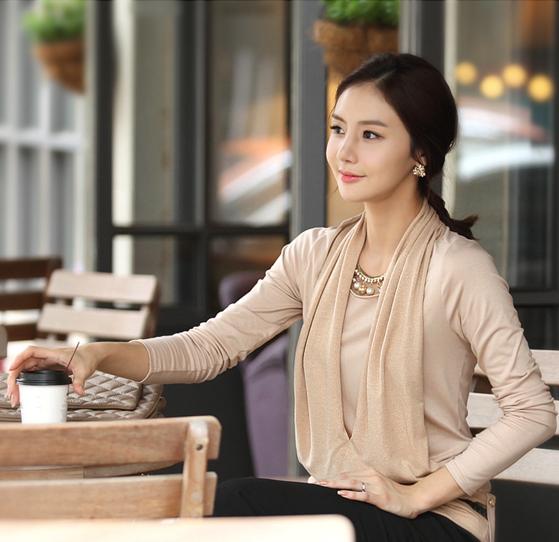 [พร้อมส่ง] เสื้อสตรีแขนยาวผ้าpolyester/cotton สวมใส่สวยสบาย ตัดเย็บเรียบร้อยสวยเหมือนแบบค่ะ รหัส B51