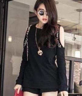เสื้อแฟชั่น สีดำ แขนยาว โชว์ช่วงแขน ตกแต่งสวยช่วงเว้า แบบเก๋