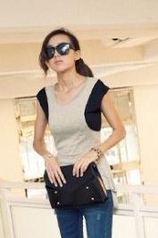 เสื้ออินเทรนด์ สีเทาแขนสีดำ หน้าสั้นหลังยาว ด้านหลังโชว์เล็กน้อย