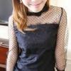เสื้อแฟชั่นสีดำ ช่วงตัวผ้าลูกไม้สีดำ ช่วงไหล่ถึงแขนเสื้อแต่งผ้าบางลายจุด ปลายแขนผ้าลูกไม้