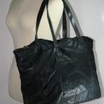 กระเป๋าหนังแท้เย็บต่อ สีดำ สภาพปานกลาง