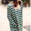 เสื้อยืดแขนยาว ลายขวาง คอกว้าง สีเขียวสลับขาว มีกระเป๋า thumbnail 2