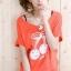เสื้อยืดสีส้ม สกรีนลายน่ารัก ใส่ได้ทั้งแบบคอกลม หรือคอปาด สวยเปรี้ยว thumbnail 2