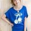 เสื้อยืดสีน้ำเงิน สกรีนลายน่ารัก ใส่ได้ทั้งแบบคอกลม หรือคอปาด สวยเปรี้ยว thumbnail 3