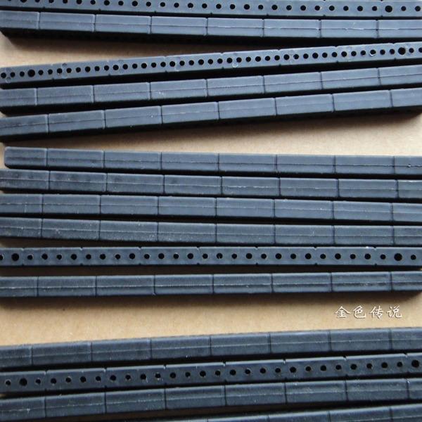 แท่งพลาสติกหนา เจาะรู สีดำ ขนาด 7*7*153mm
