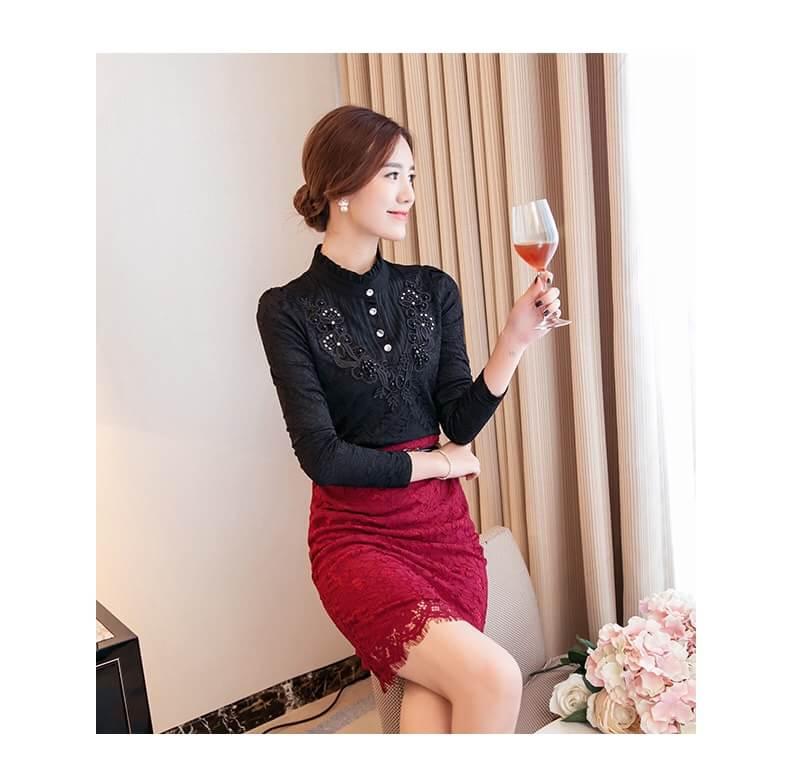 [พร้อมส่ง] เสื้อลูกไม้แขนยาวสีดำ ผ้าลูกไม้เนื้อนิ่มและผ้าซับในเนื้อดี สวมใส่สบายประดับช่วงอกสวยเก๋ด้วยกระดุมเพชร รหัสMN55