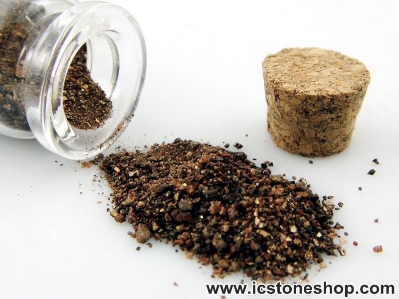 =แร่ทรายทอง หรือทรายทองเศรษฐี ในขวดแก้วจุกก๊อก