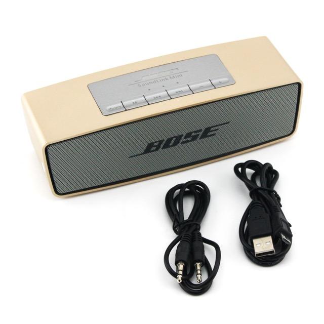 อุปกรณ์ภายในกล่อง ลำโพง บลูทูธ Bose Soundlink Mini 1 อัน , สายชาร์จ แบตเตอรี่ลำโพง 1 เส้น (Micro USB) , สายต่อ จากช่องหูฟังมือถือ ไปยังลำโพง 1 เส้น