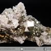 กลุ่มเพชรหน้าทั่ง หรือไพไรต์ กับควอตซ์ (pyrite with quartz) (60g)