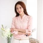 [พร้อมส่ง]เสื้อเชิ๊ตไสตล์เกาหลี ดีเทล ผ้าชีฟองทรงตรงต่อผ้าลูกไม้ด้านหน้า ด้านหลังเรียบเก๋ คอแหลมติดกระดุมที่คอ แขนยาว ใส่สบายค่ะรหัสMN21