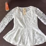 [พร้อมส่ง]เสื้อลูกไม้เนื้อดีแขนยาวสีขาวเข้มเรียบหรู ตัดเย็บเรียบร้อย รหัส MN 29
