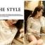 [พร้อมส่ง] เสื้อผ้าลูกไม้สีขาวเนื้อดี ซับในในตัว รอบอกประดับด้วยคริสตัลสวยเก๋ ใส่ได้หลายโอกาส A221 thumbnail 3