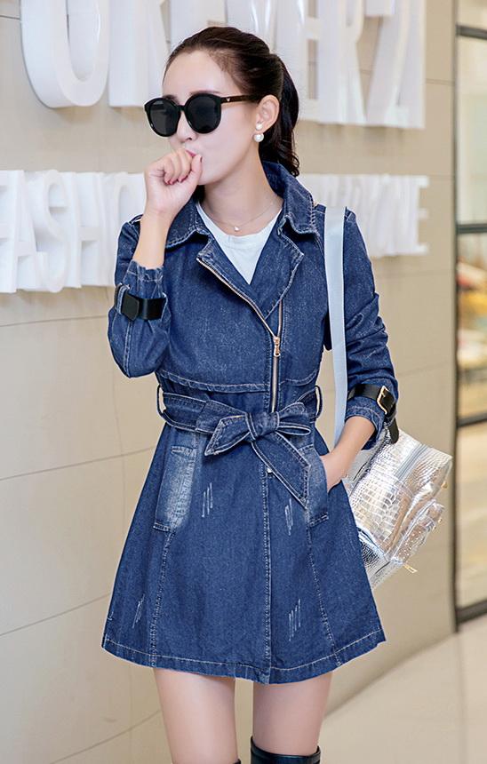 [พร้อมส่ง] เสื้อแจ็คเก็ตยีนส์ไสตล์เกาหลี ชุดเดรสยีนส์สุดเก๋ ดีเทลผ้ายีนส์เนื้อหนา ทรงหลวม คอปก ติดซิปหน้าผูกโบที่เอว แขนยาว ทรงสวยใส่สบาย รหัส K1F18